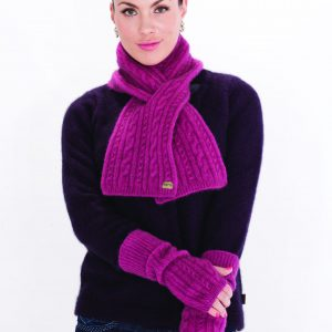 KO132 KO62 Cable scar and glovelets in cerise