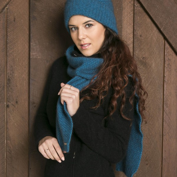 KO2020 and KO1010 Moss stitch beanie and scarf in pacific