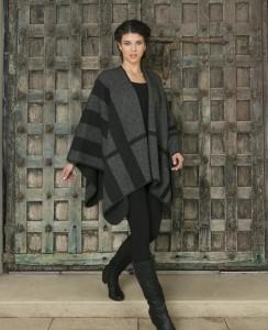 KO768 Tartan block cape in grey black charcoal