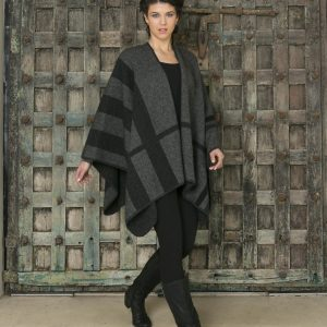 KO768 Tartan block cape in grey black charcoal